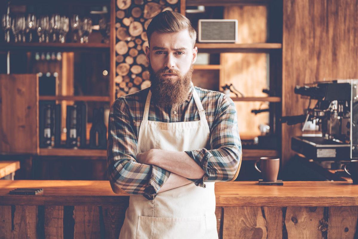 Småföretagare på sitt kafé