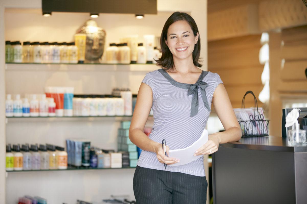 Småföretagare i sin butik